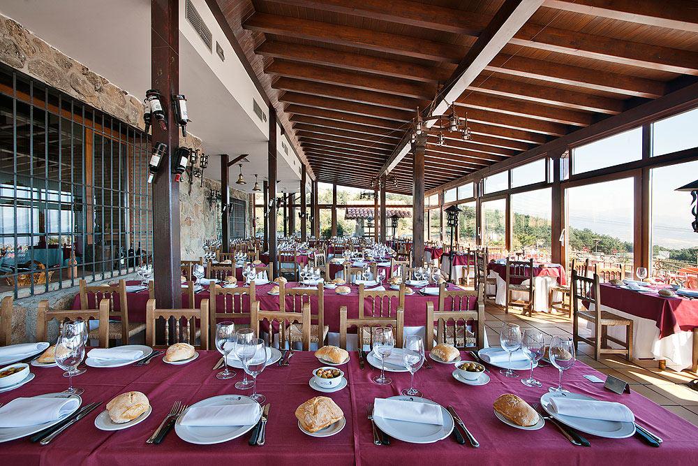 Restaurante-asador-Alto-del-leon-guadarrama-salon-porche-1