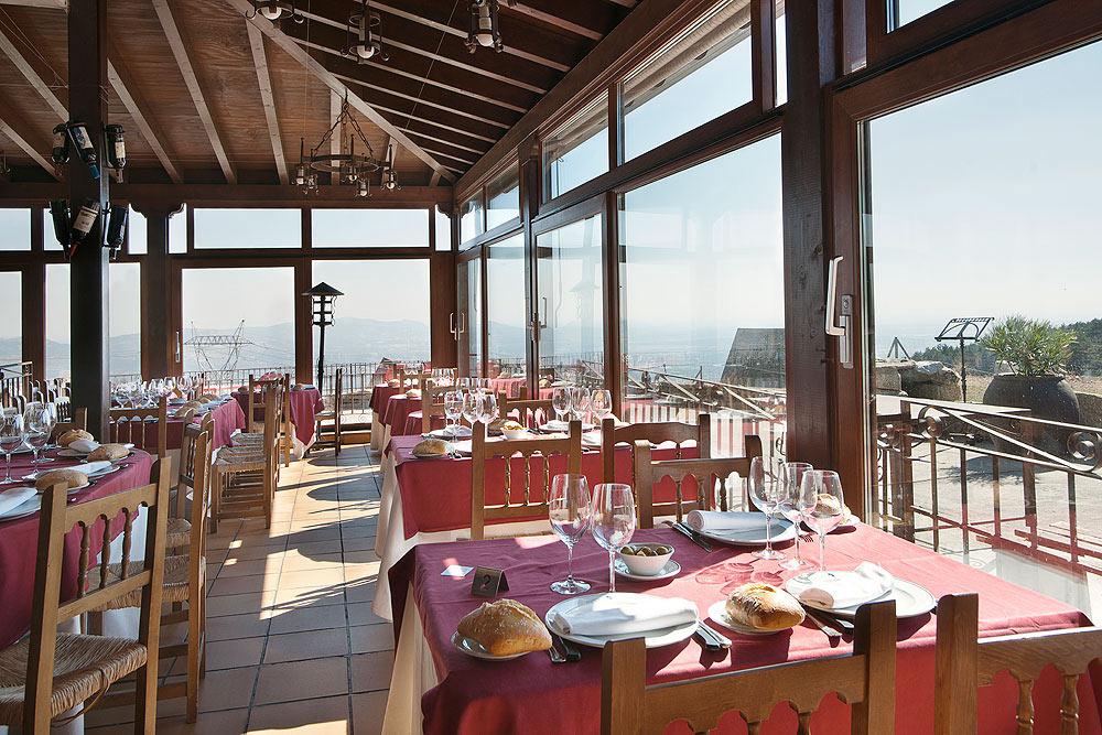 Restaurante-asador-Alto-del-leon-guadarrama-salon-porche-2